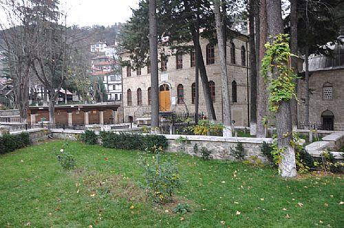 Akşemseddin Türbesi Cami Bahçesi